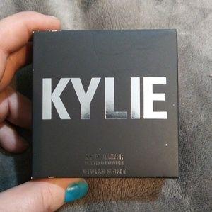 Kylie Cosmetics Setting Powder in TRANSLUCENT